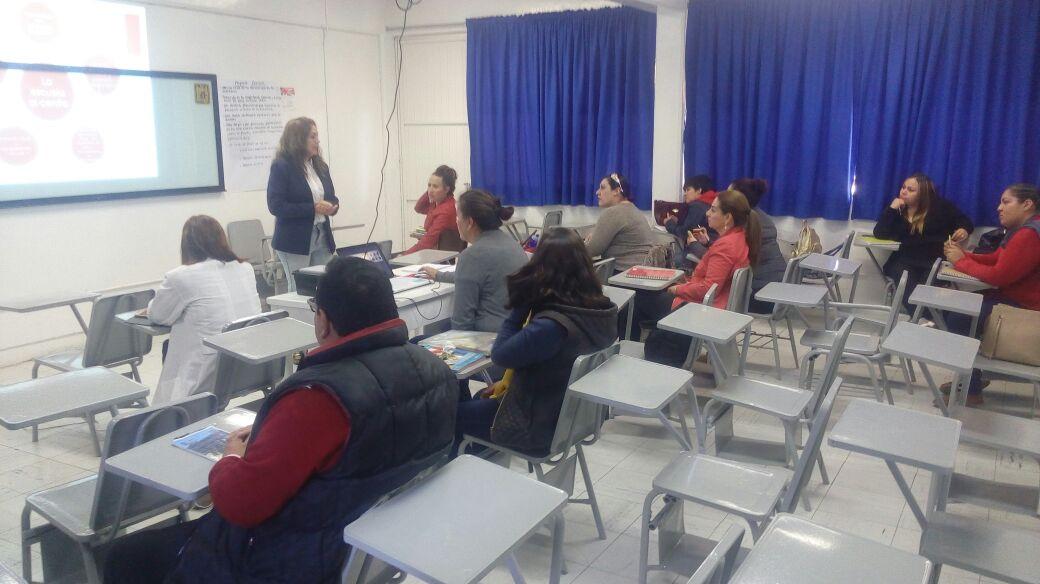 Tres grupos de maestros en el taller para conocer los contenidos del nuevo modelo educativo de la SEP